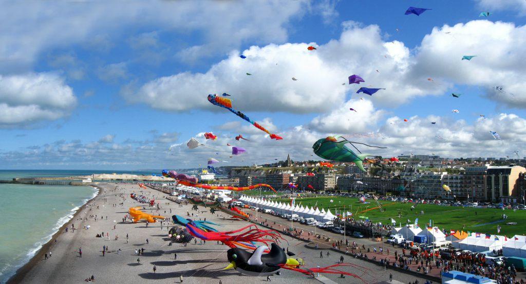 Photo illustrant la19ème édition du Festival international du Cerf-Volant de Dieppe à laquelle participera la société Eoliennes en Mer Dieppe Le Tréport en Septembre 2016